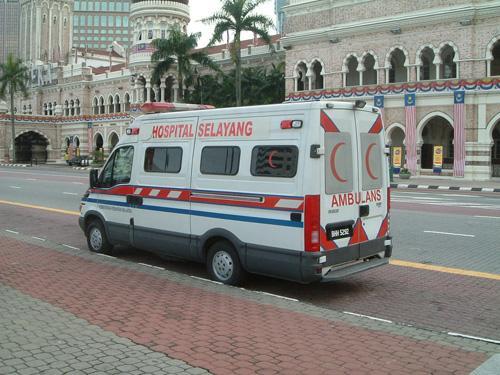 救急車は赤い月